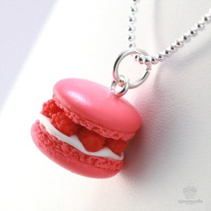 scented-raspberry-french-macaron-necklace